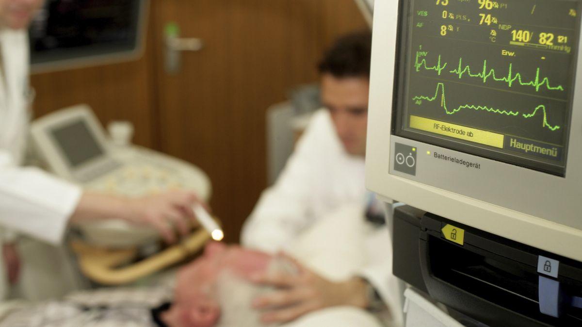 Schlaganfallpatient in einer Stroke-Unit