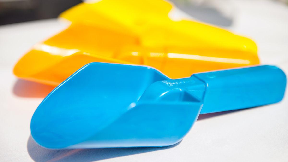 Schaufeln aus Bioplastik (Archivbild)