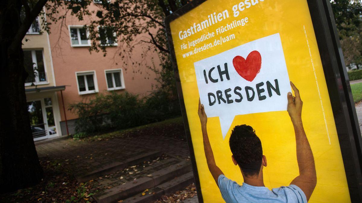 Migranten-Plakat in Dresden (Archivbild)