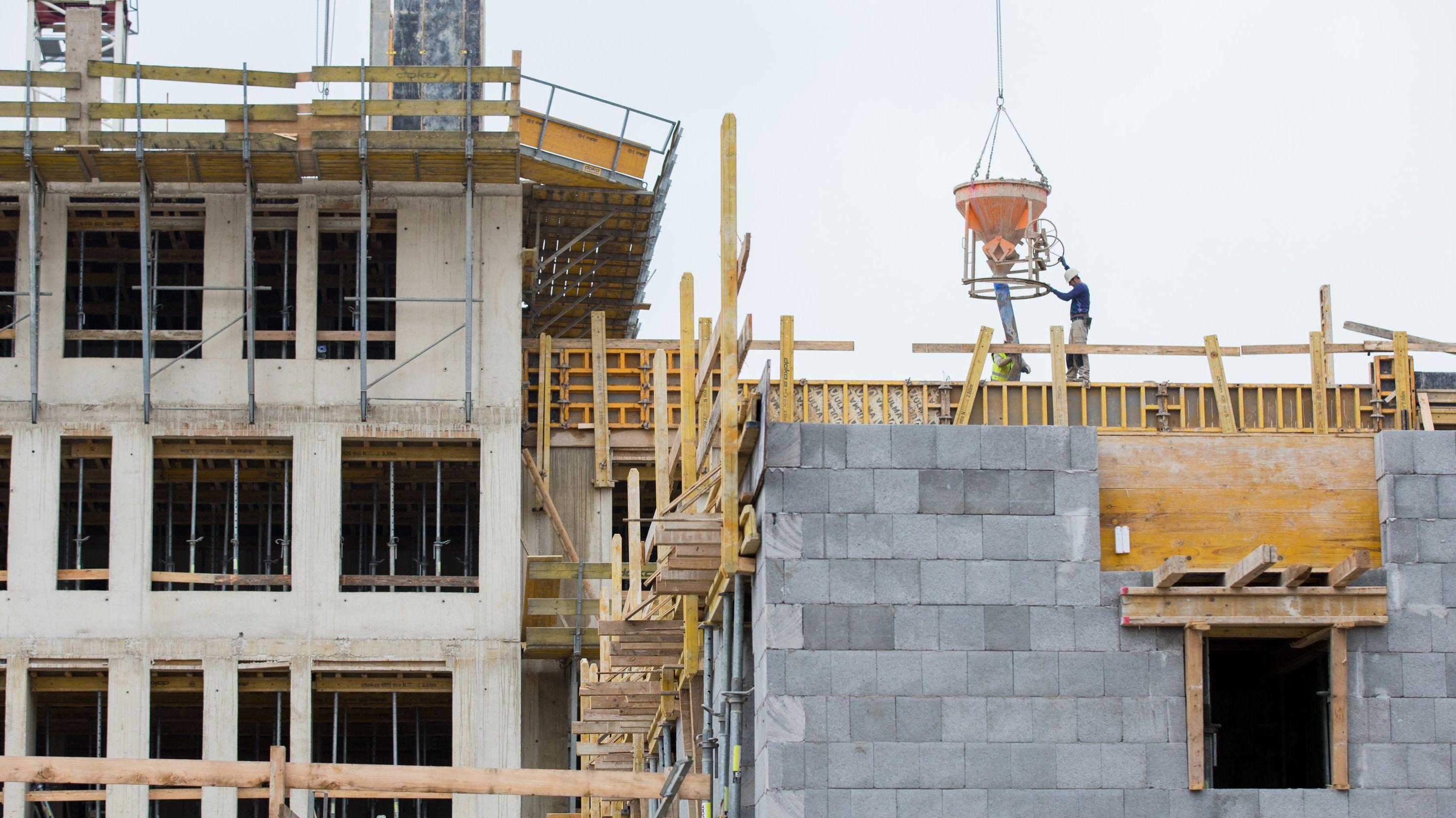 Wohnhäuser, das gerade gebaut werden (Archivbild)
