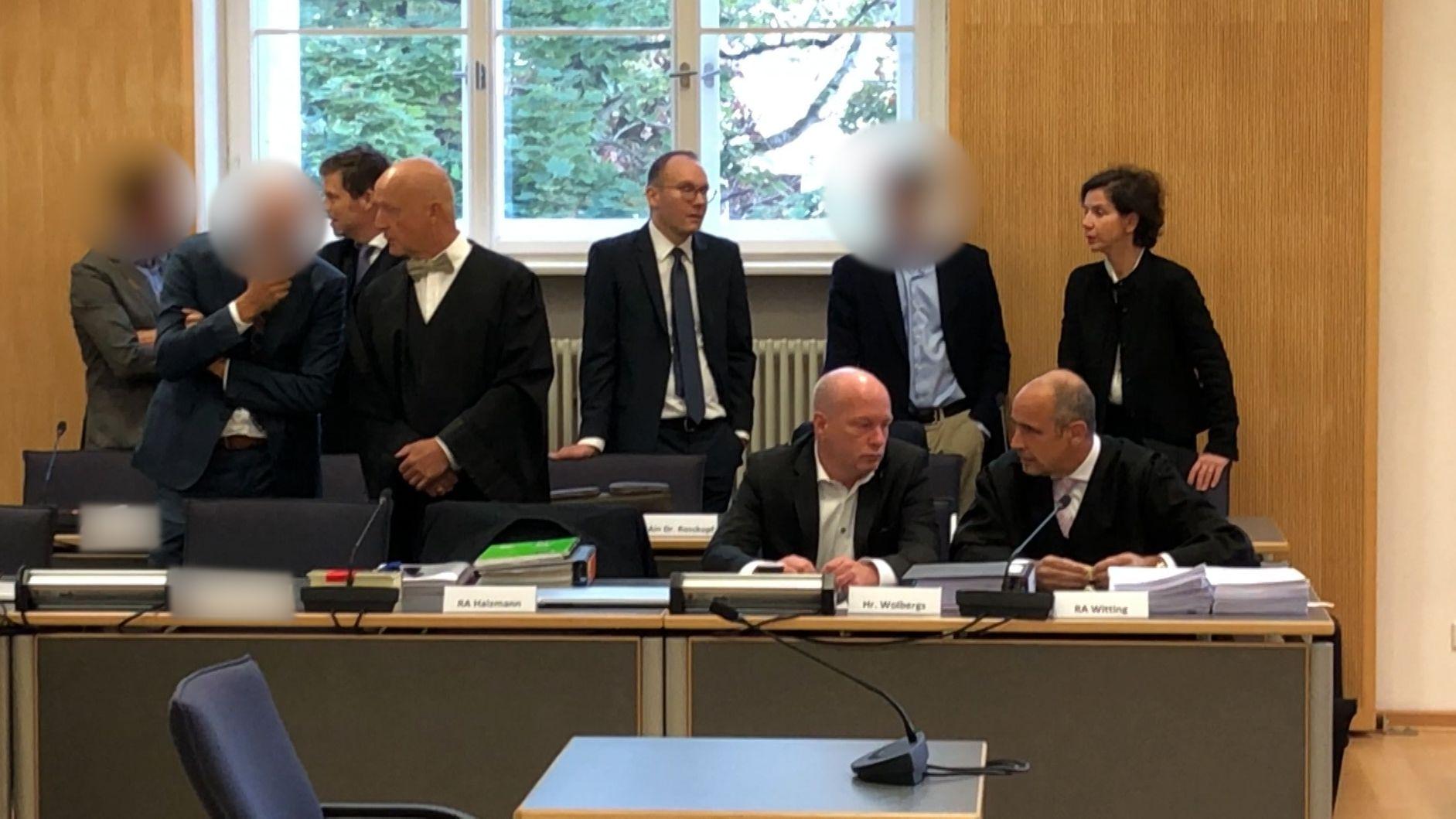 Der suspendierte Regensburger Oberbürgermeister Joachim Wolbergs vor dem Landgericht Regensburg