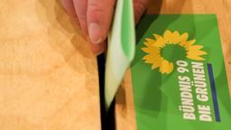 Wahlurne auf einer Grünen Delegiertenkonferenz | Bild:picture alliance / Mohssen Assanimoghaddam