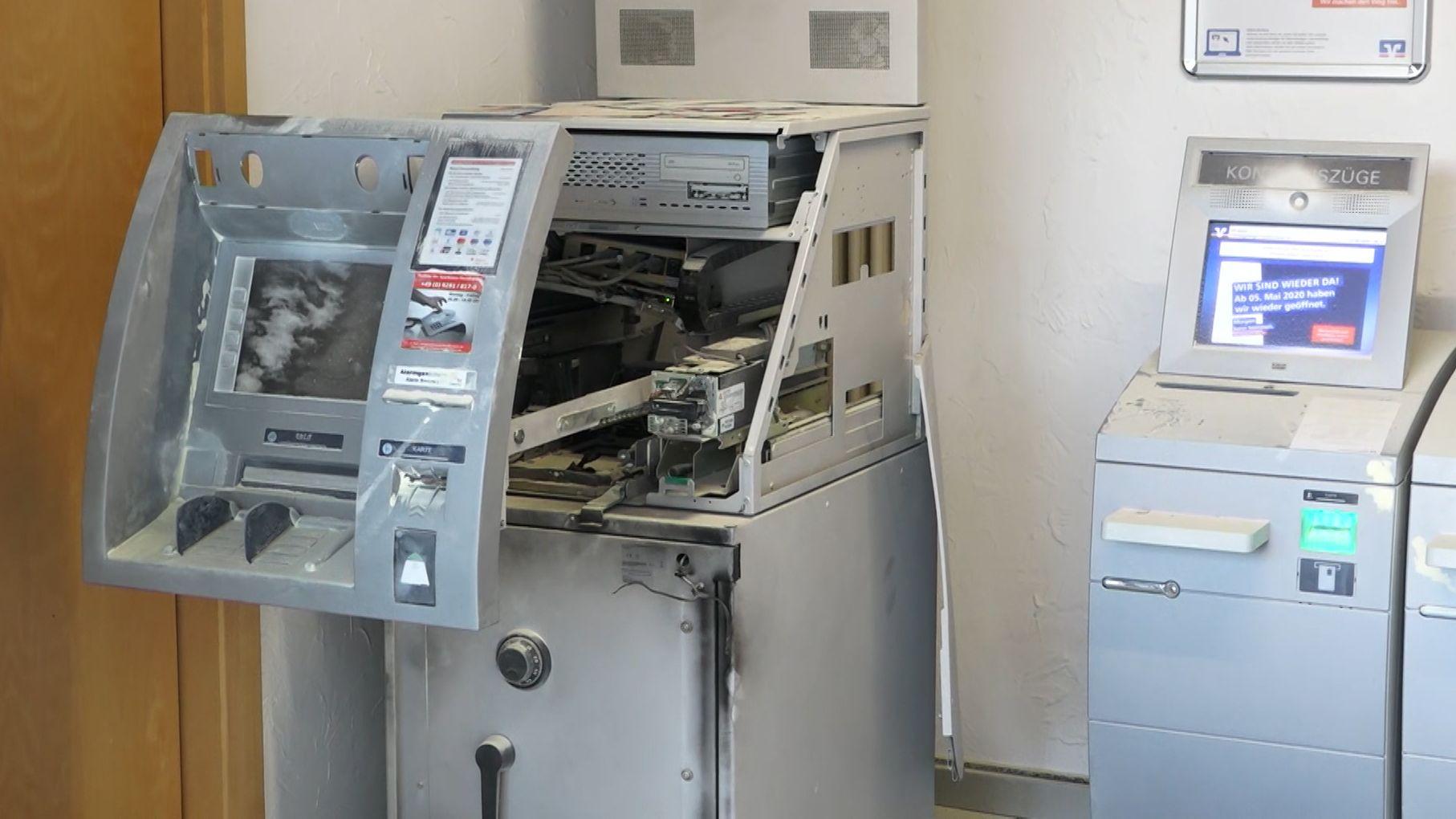 Zerstörter Geldautomat nach Sprengung
