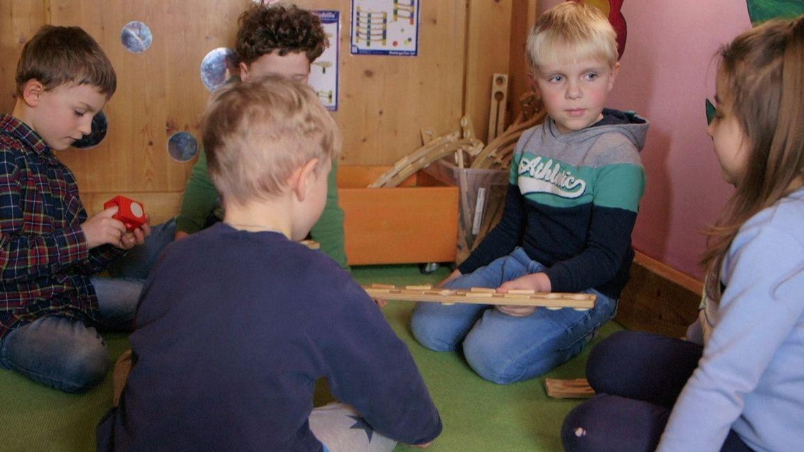 Kinder beim Spielen.