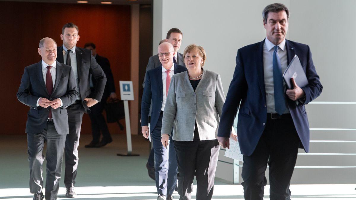Angela Merkel, Markus Söder und andere Ministerpräsidenten