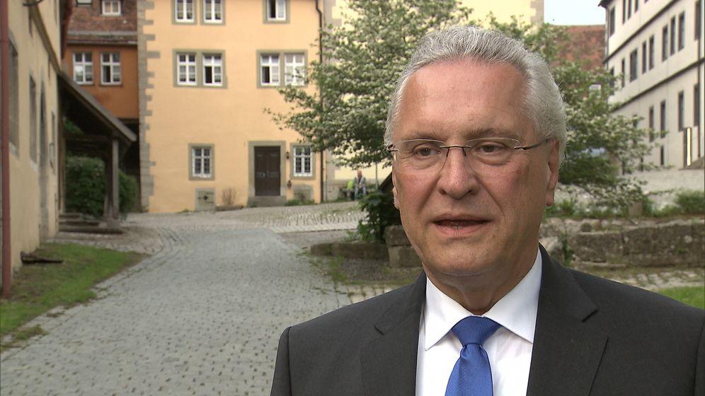 Bayerns Innenminister Herrmann hat sich in die Debatte um das Tragen einer Kippa durch Juden in Deutschland eingeschaltet.    Bild:BR