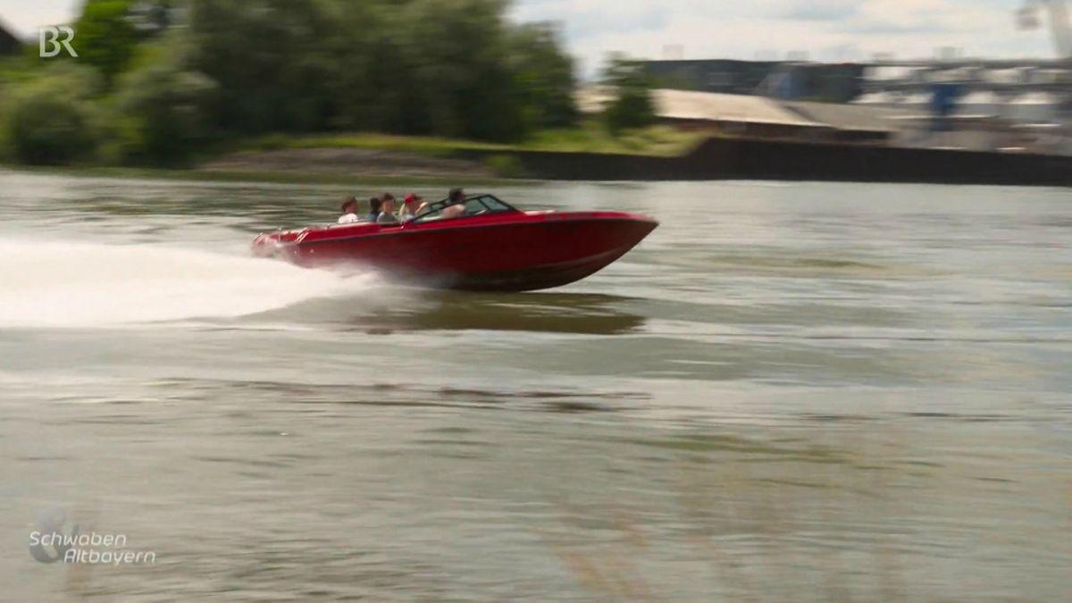 Motorboot auf der Donau