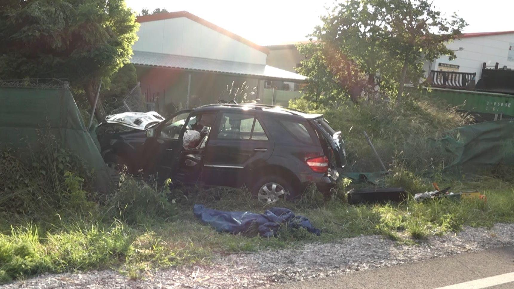Bei einem Verkehrsunfall bei Ingolstadt sind zwei Menschen ums Leben gekommen.