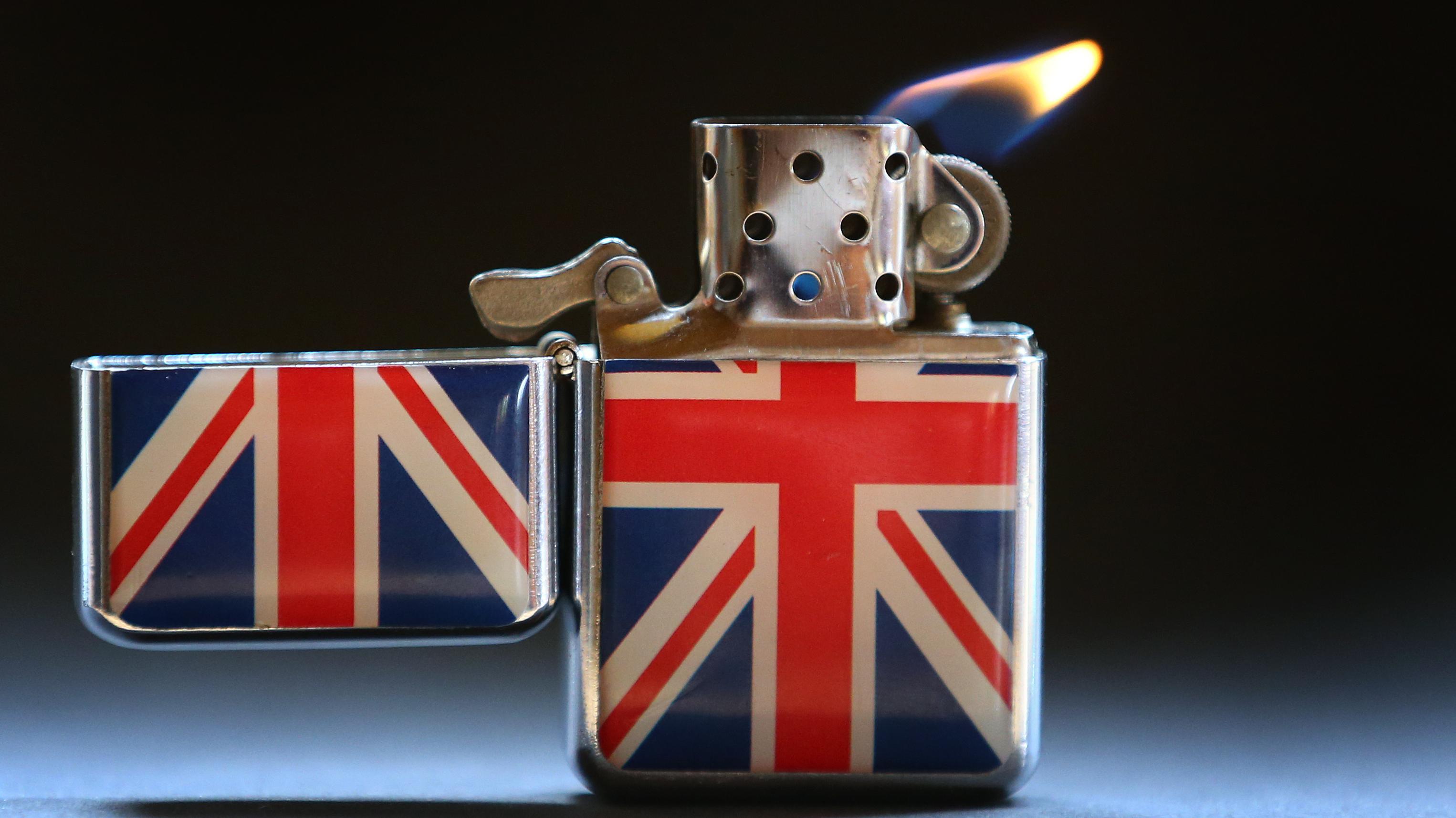 Symbolbild: Feuerzeug mit Union Jack