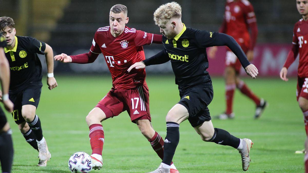 Spielszene FC Bayern II gegen SpVgg Bayreuth