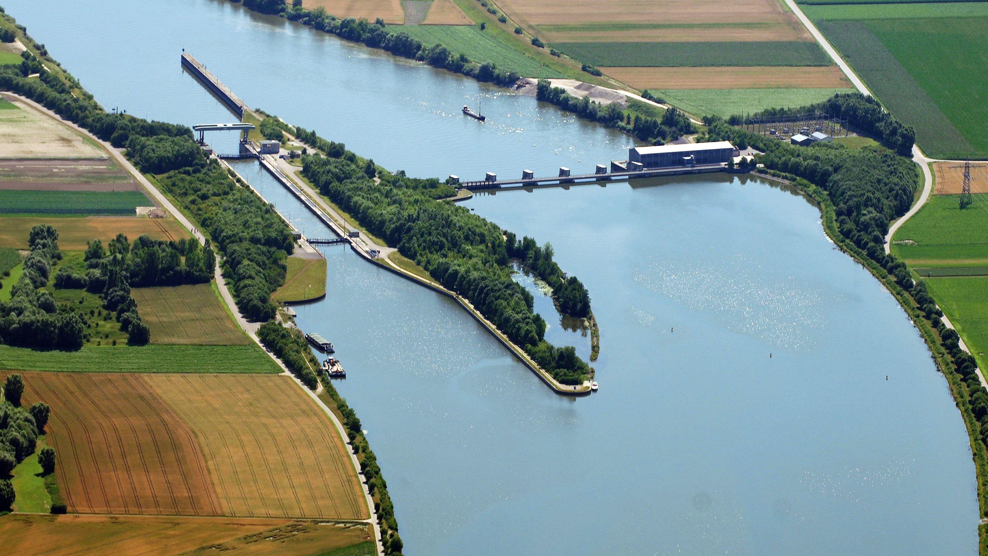 Die Donau-Schleuse Geisling aus der Luft