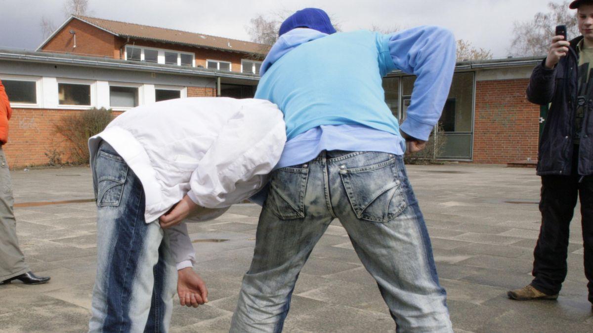 Schüler verprügelt Mitschüler (Symbolfoto)