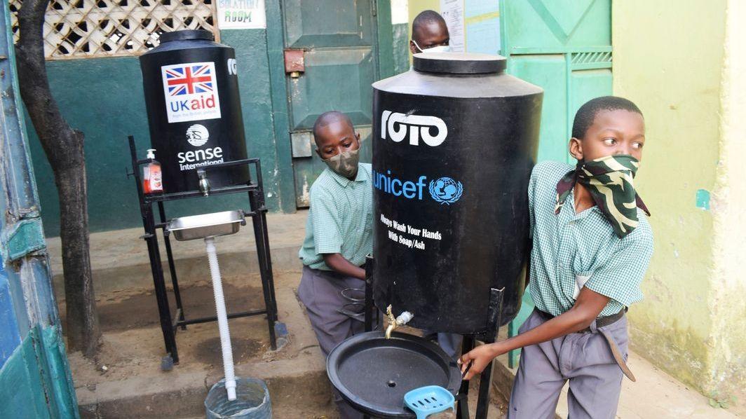 Wasser und Seife im Kampf gegen die Pandemie