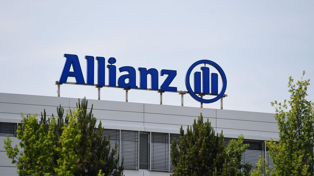 Das Logo der Allianz steht auf einem Gebäude auf dem Gelände des Versicherungskonzerns in Unterföhring bei München.
