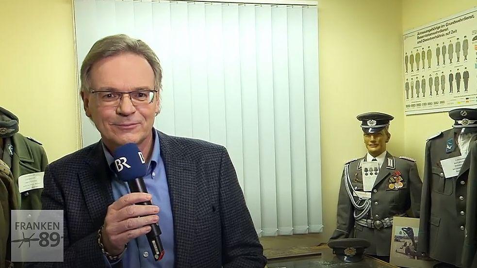 Moderator Charly Hilpert bei der Live-Sendung in der Hainbergkaserne Mellrichstadt.