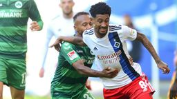 Zweikampf in der Partie Hamburg gegen Fürth