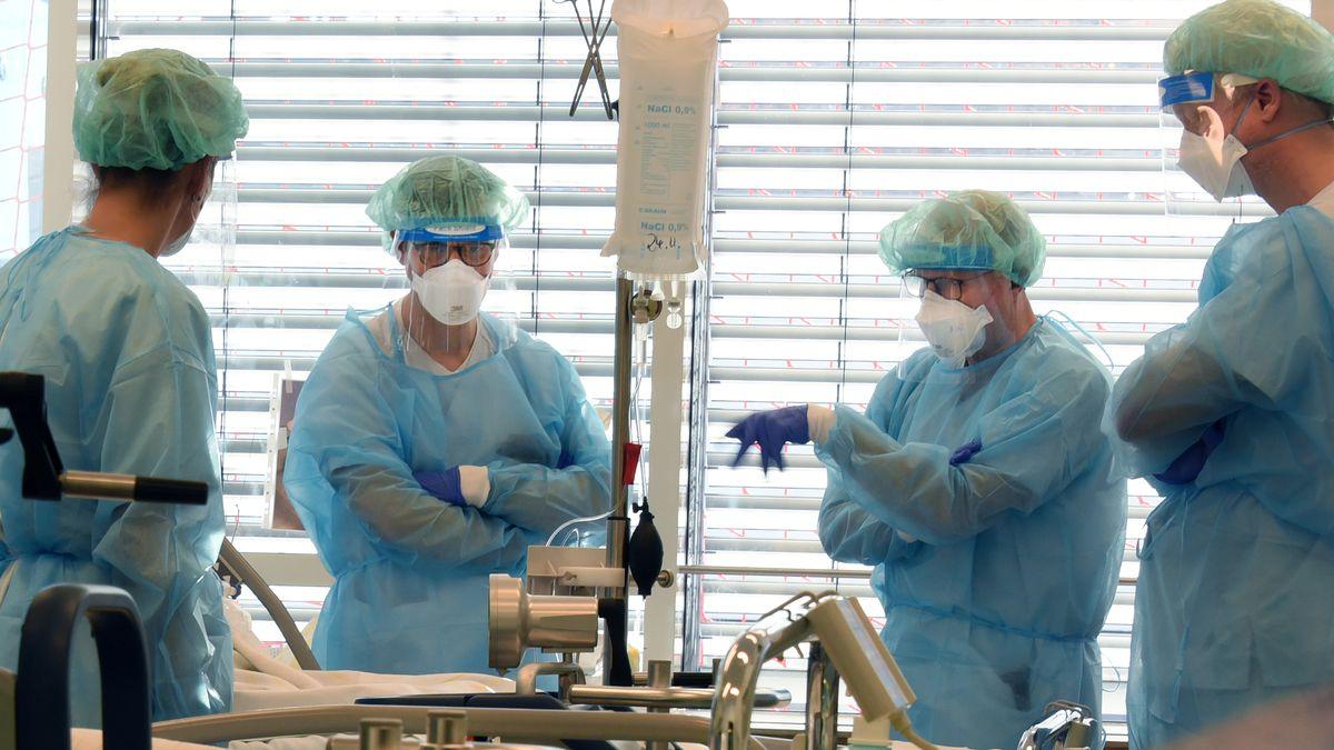 Ärzte auf der Intensivstation des Uniklinikums Leipzig