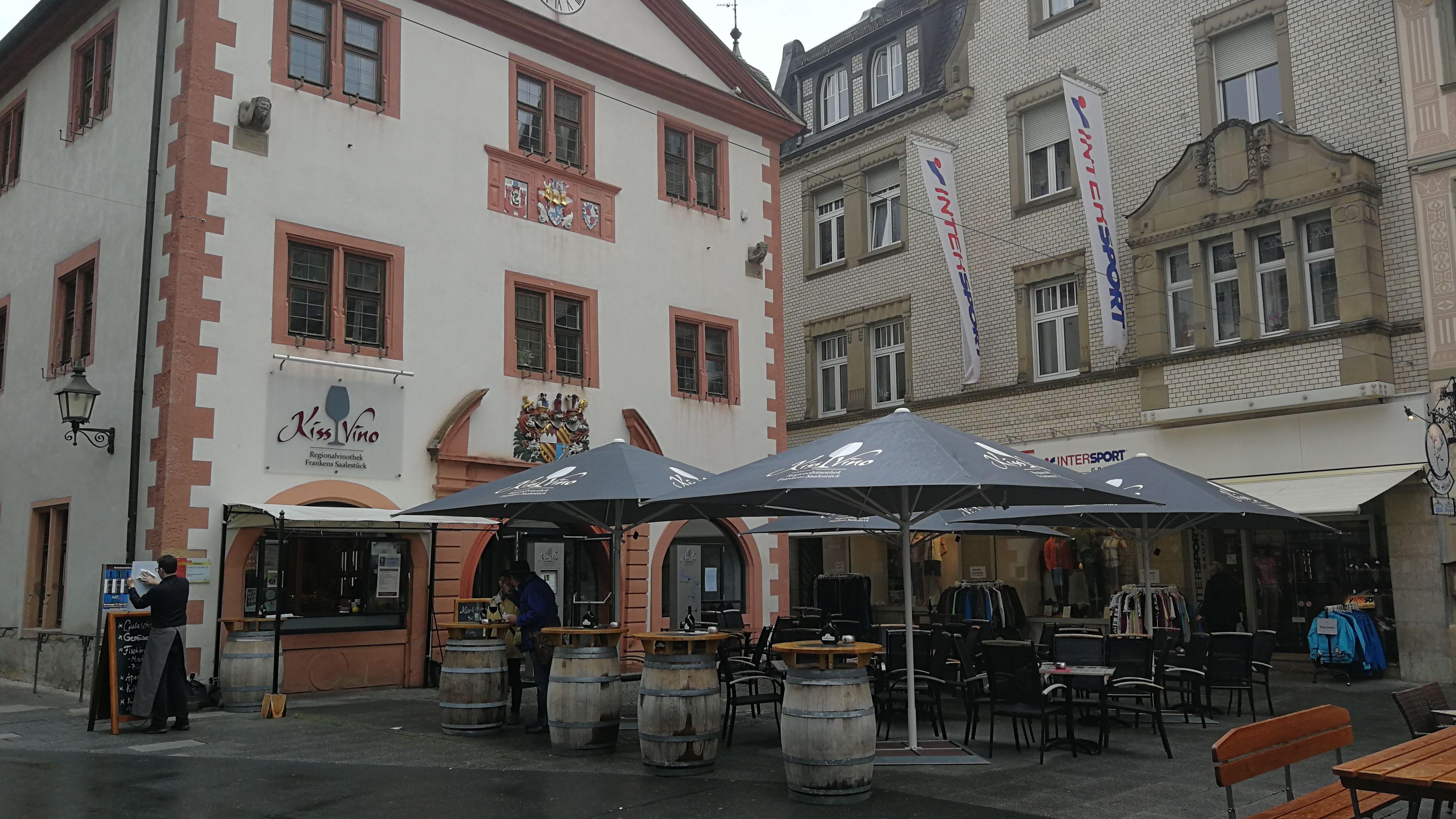 """Die Vinothek """"Kissvino"""" am Marktplatz von Bad Kissingen"""