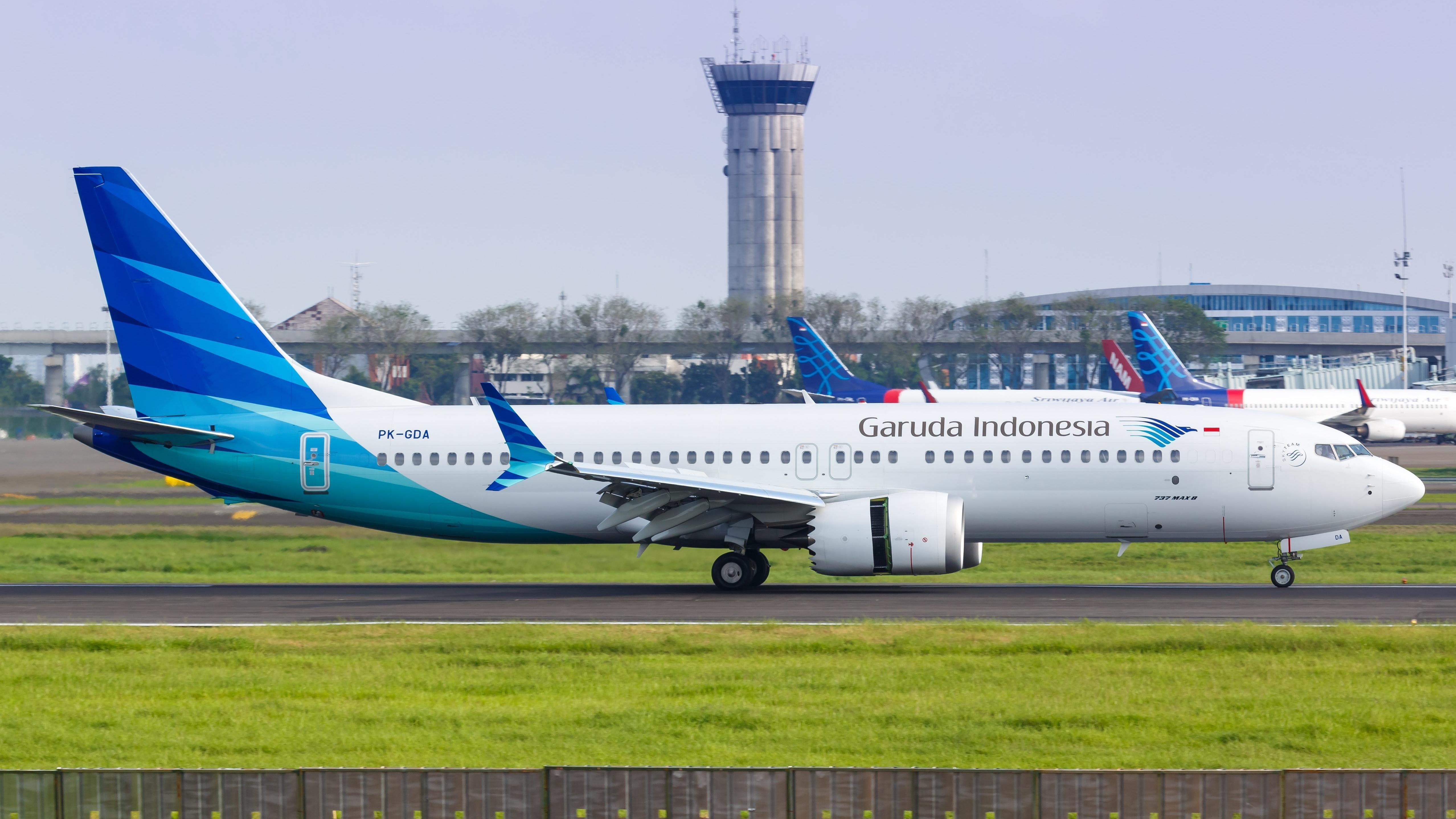 Eine Boeing 737-8 MAX der Garuda Indonesia landet auf dem Flughafen Jakarta.