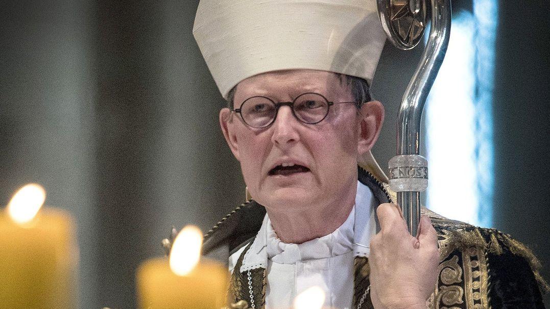 ARCHIV - 15.07.2017, Nordrhein-Westfalen, Köln: Kardinal Rainer Maria Woelki, Kölner Erzbischof, leitet den Gottesdienst. Bei der derzeitigen Hitze empfiehlt der Kölner Kardinal Rainer Woelki einen Kirchenbesuch.
