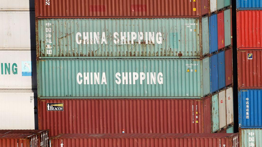 """Container mit der Aufschrift """"China Shipping"""""""