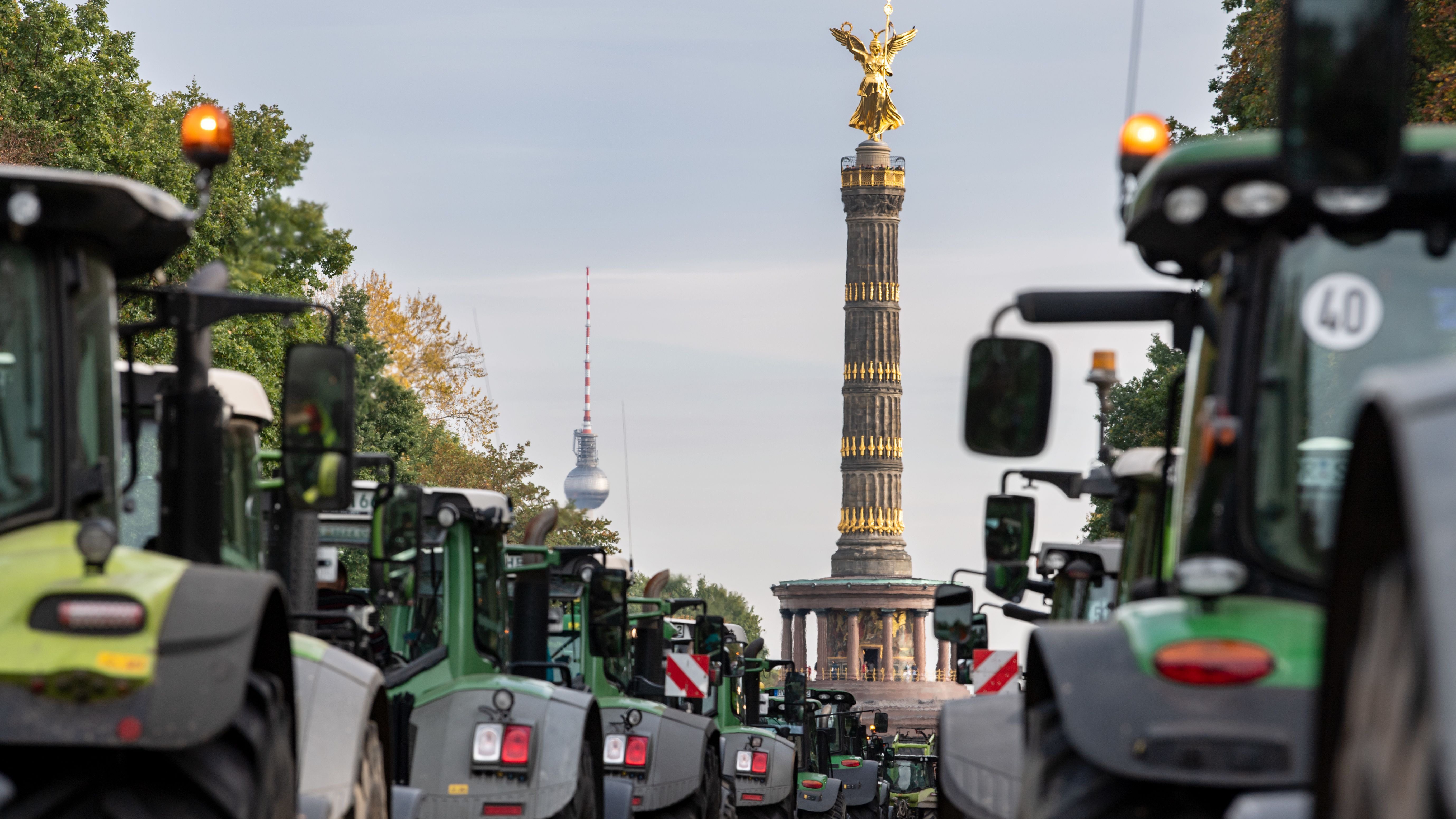 Brandenburger Bauern haben Ende Oktober schon einmal in Berlin gegen das Agrarpaket der Bundesregierung mit ihren Treckern demonstriert.