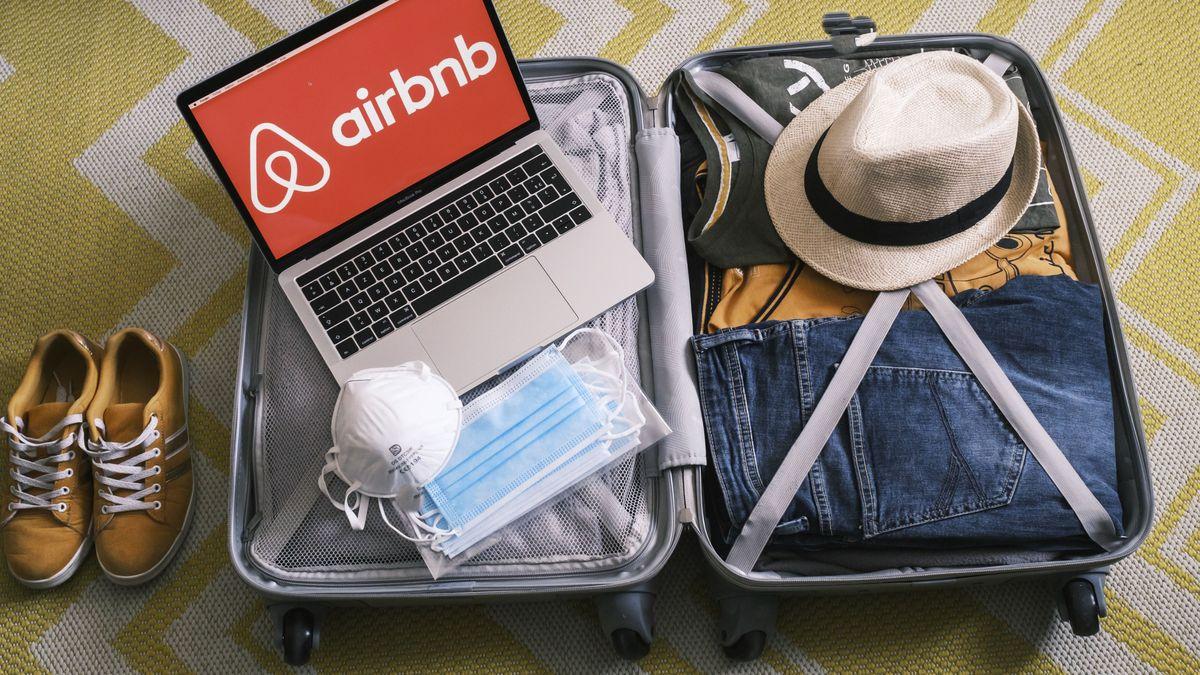 Airbnbn Logo auf Koffer