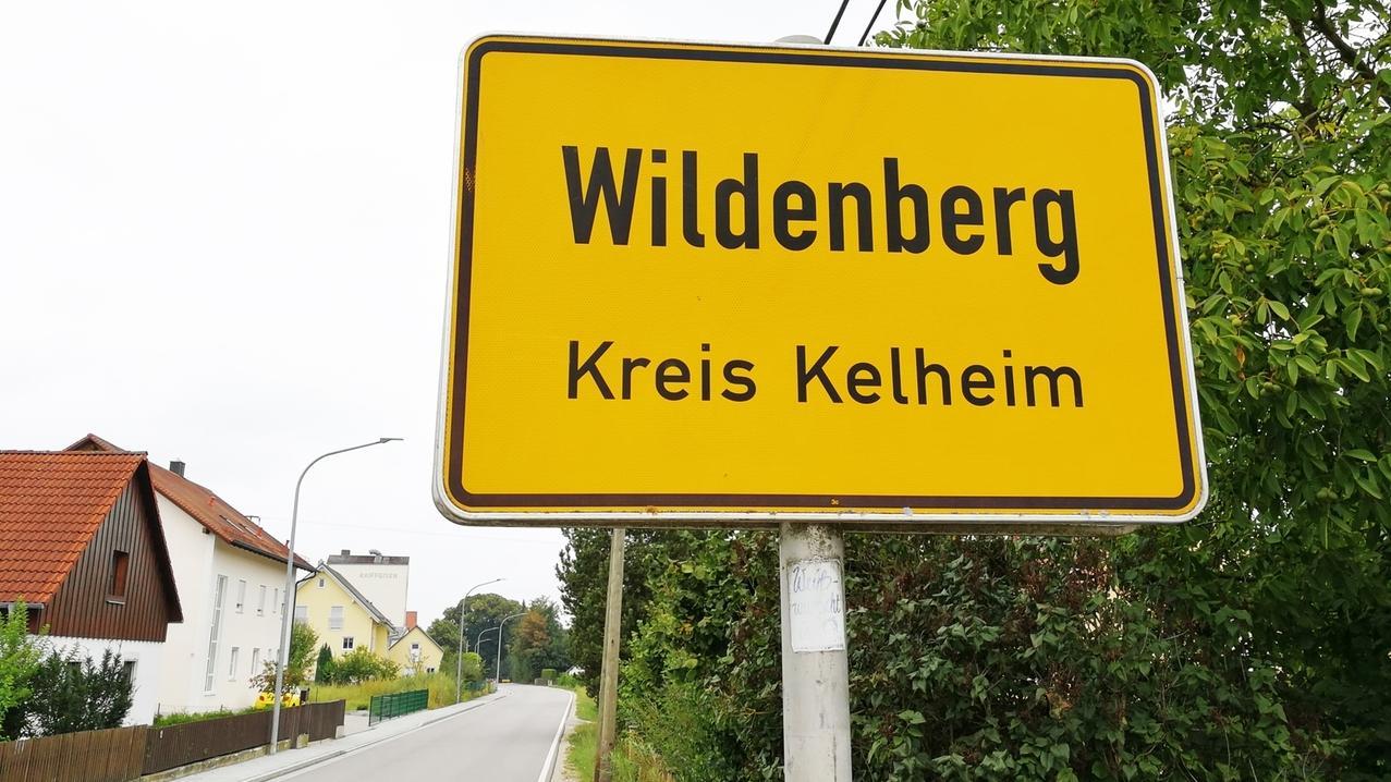 Ein Ortsschild von Wildenberg im Landkreis Kelheim