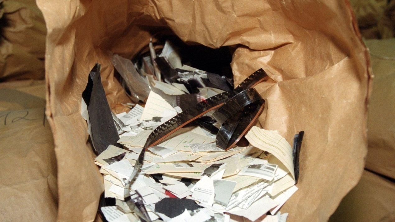 Geschredderte Stasi-Akten: Ein Sack voller Fetzen