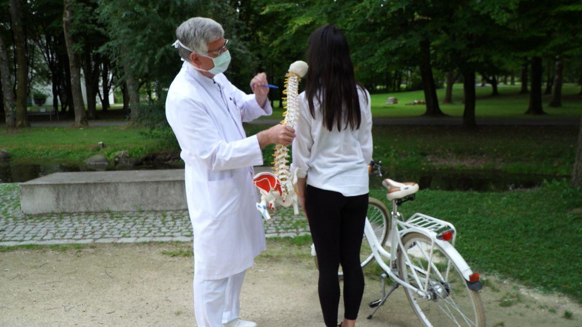 Nach einer Radtour haben manche mit Knie-, Rücken- oder Nackenschmerzen zu kämpfen. Der Sportmediziner Joachim Grifka gibt Tipps.