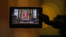 Ein Gottesdienst wird aufgrund der Coronavirus-Pandemie online übertragen | Bild:dpa-Bildfunk/María José López
