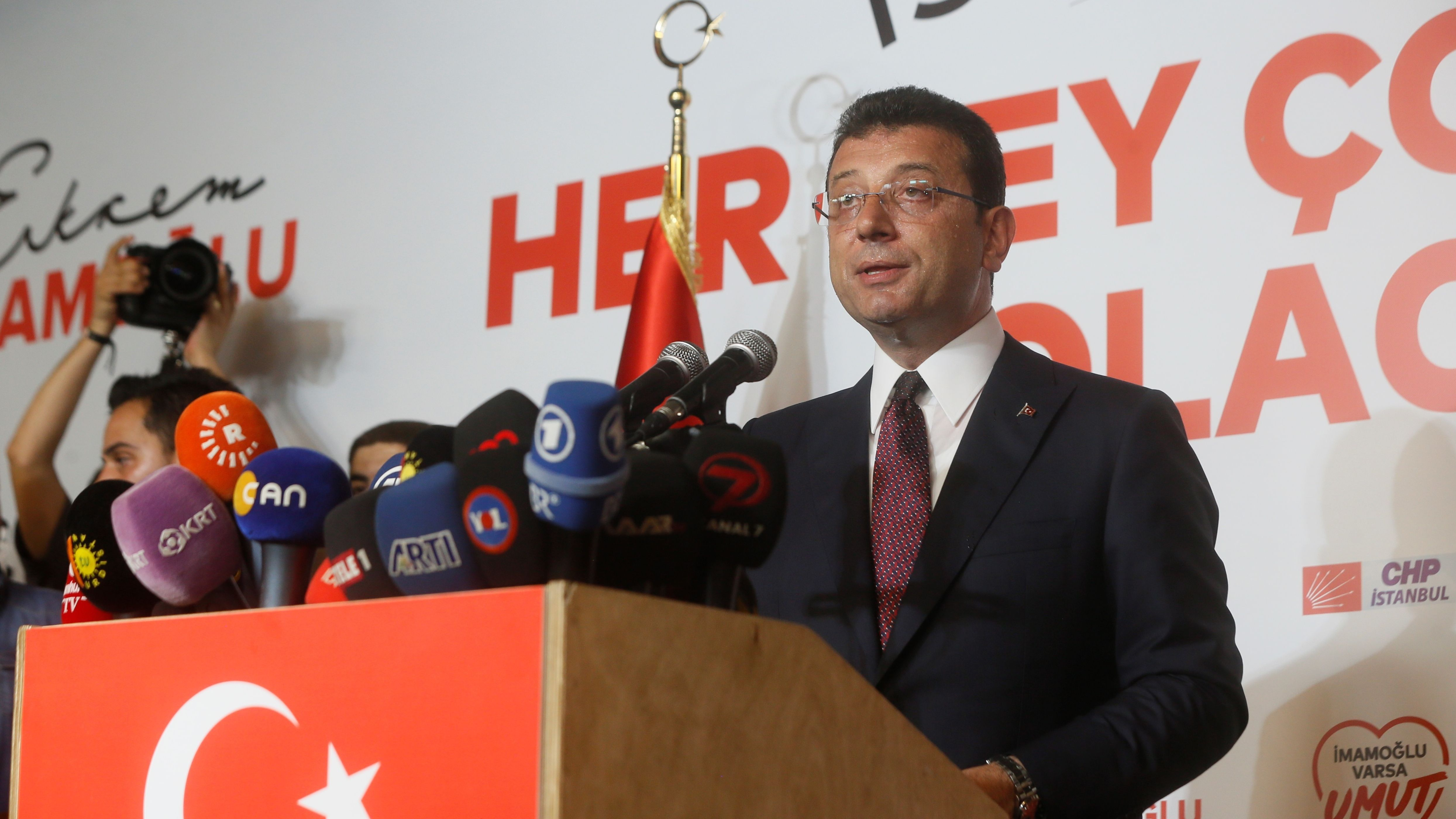 Der Oppositionskandidat Ekrem Imamoglu hat am Sonntag nach Auszählung fast aller Stimmen die Bürgermeisterwahl in Istanbul gewonnen.