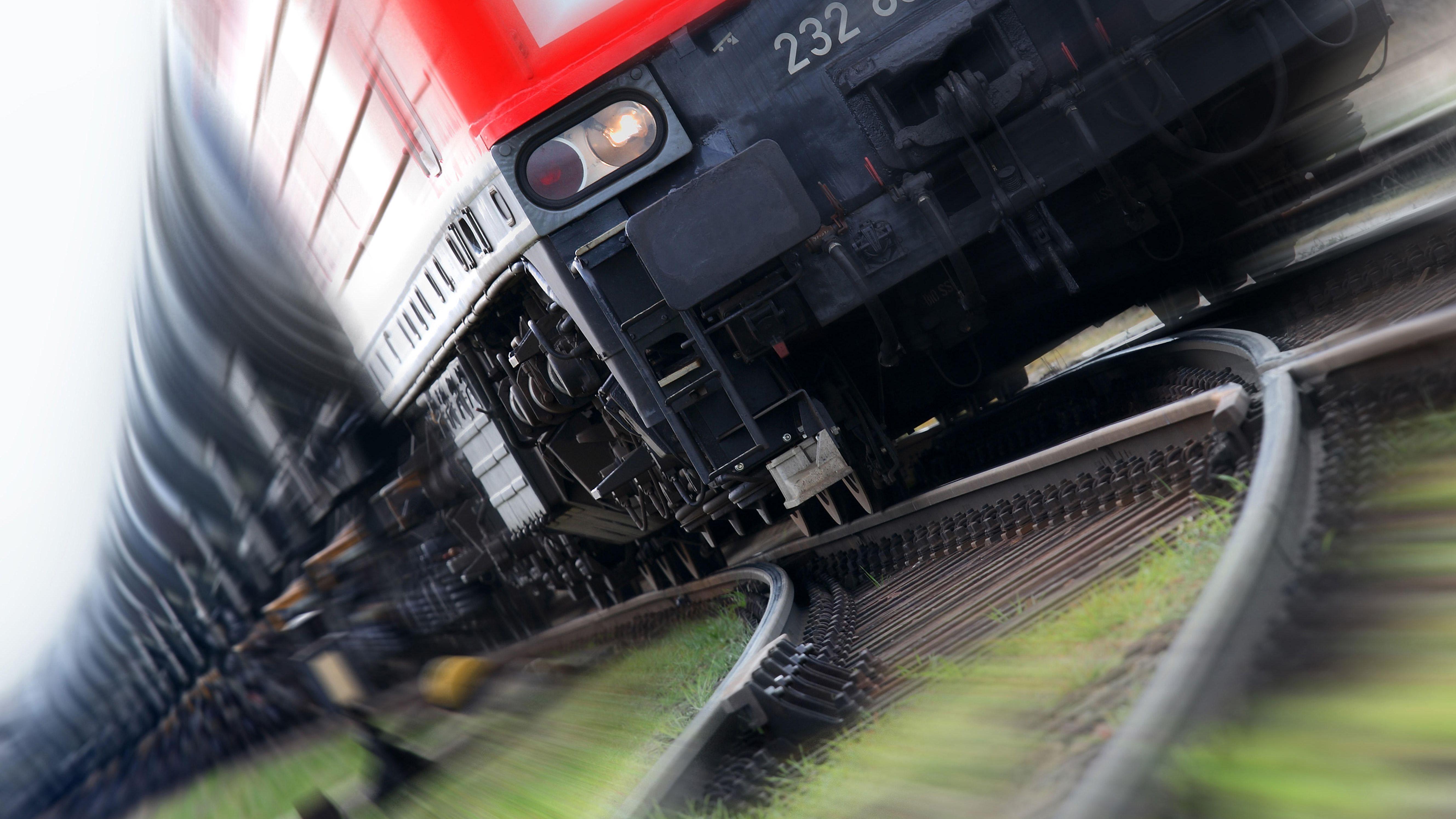 Ein Güterzug mit defekten Bremsen ist in der vergangenen Woche fast 100 Kilometer weit durch die Oberpfalz gefahren.