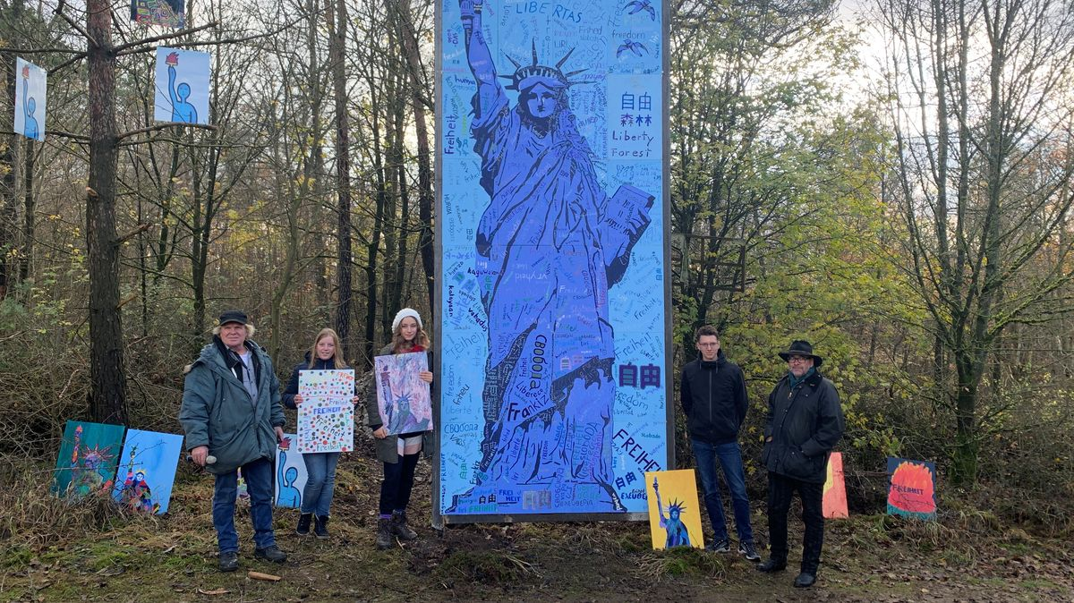 """Schülerprojekt """"Freiheitsstatue"""" im Skulpturenpark"""