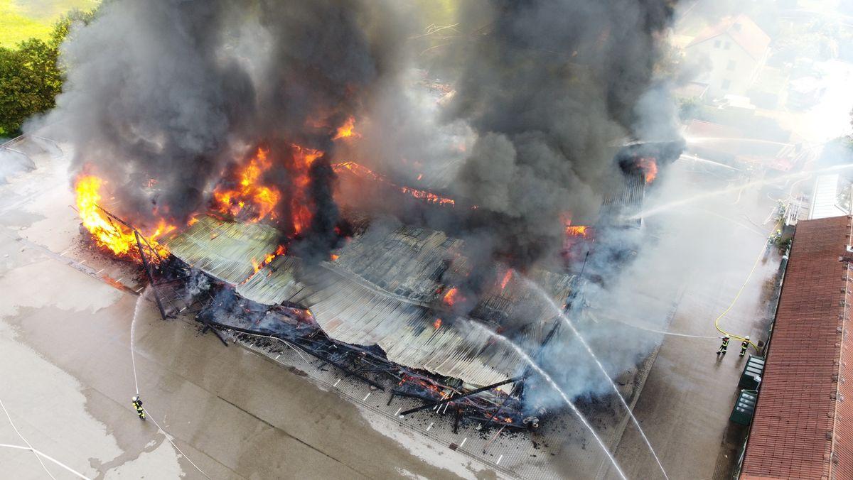 Brennende Lagerhallen