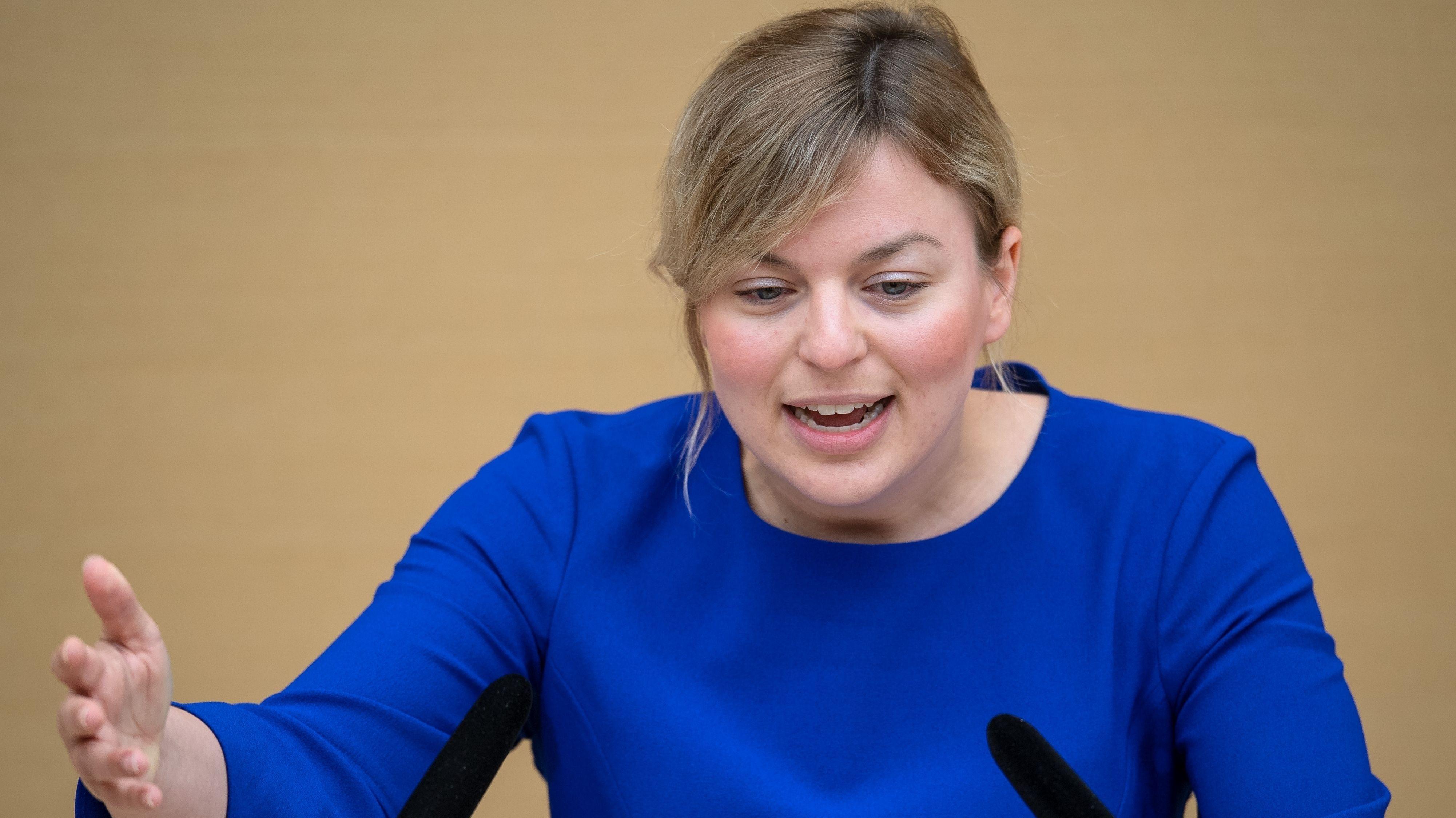 Katharina Schulze, Grünen-Fraktionsvorsitzende im Landtag, spricht im Plenarsaal nach der Regierungserklärung von Ministerpräsident Söder
