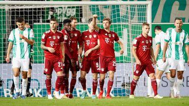 Jubel nach dem Tor zum 1:0 um den Torschuetzen Thomas Mueller (FC Bayern Muenchen) m.