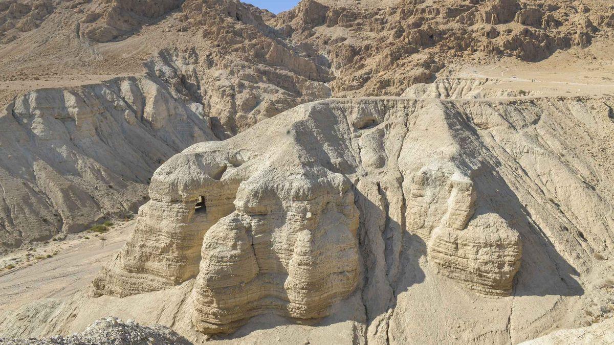Die Qumran-Höhlen am Toten Meer.