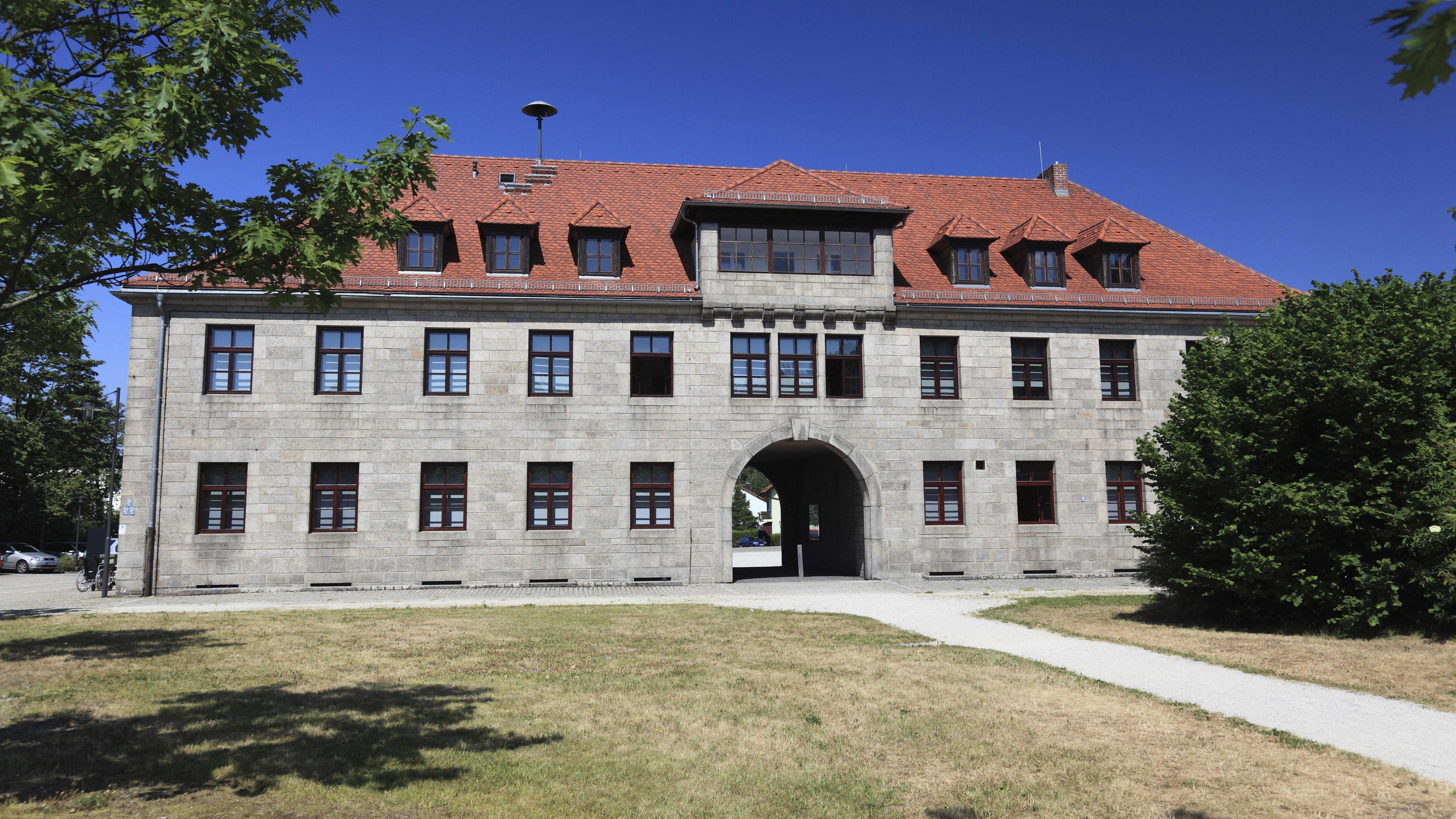 Eingang der KZ-Gedenkstätte Flossenbürg.