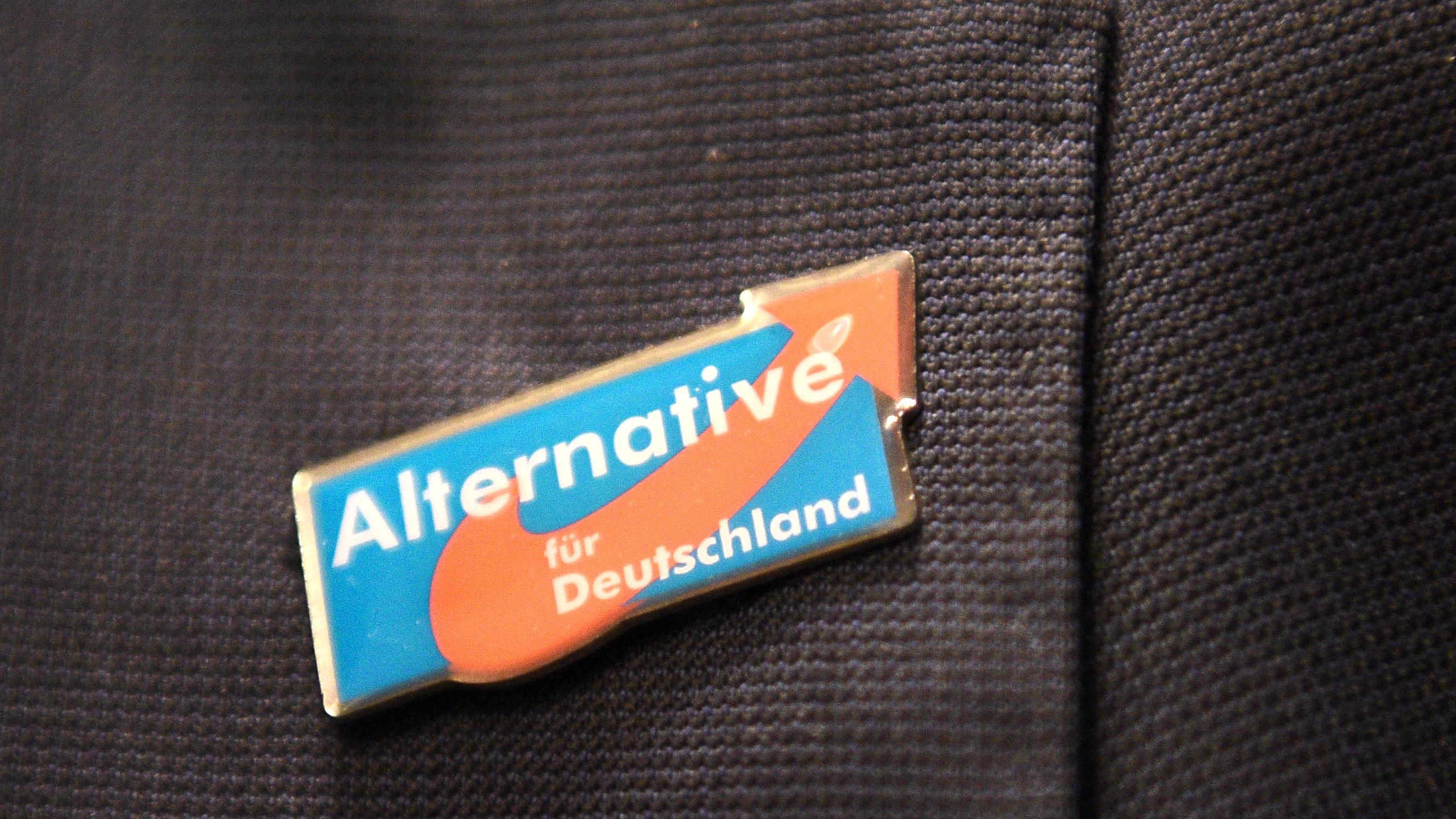 AfD-Anstecker an einer Jacke