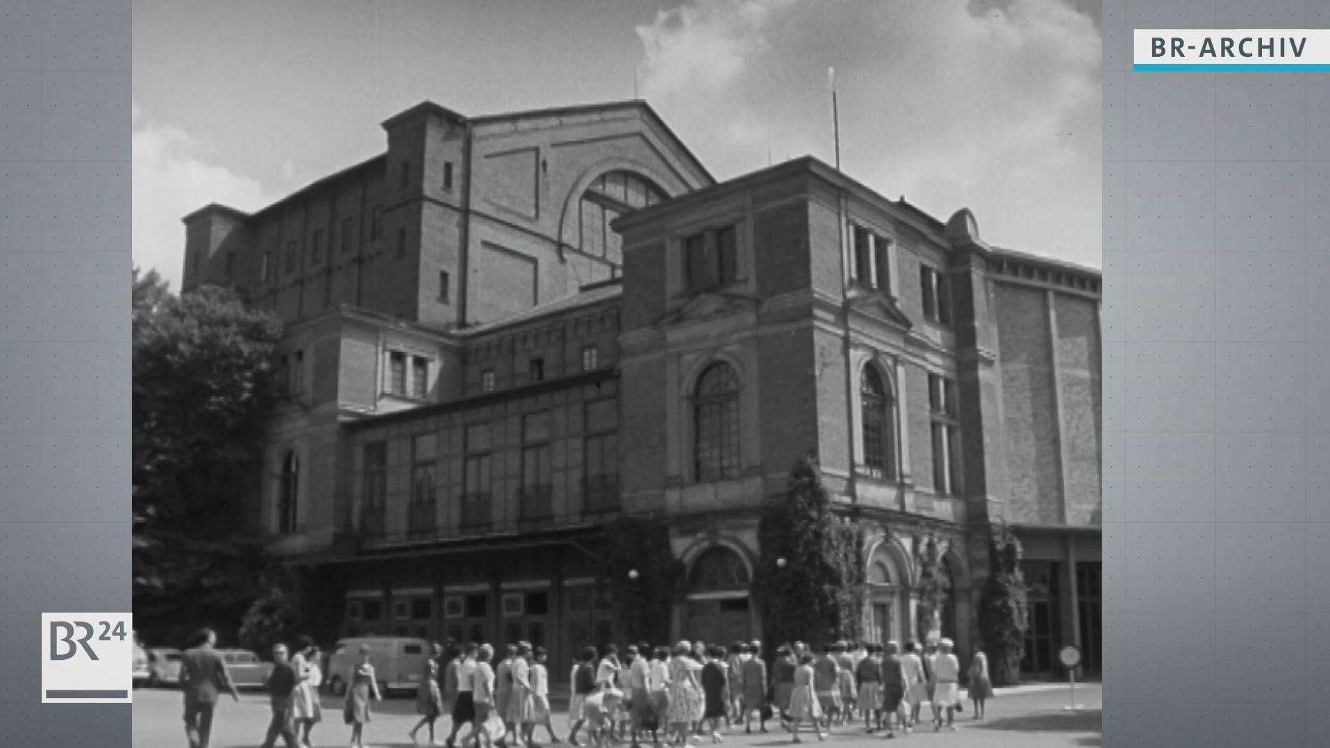 Bayreuther Festspielhaus von außen