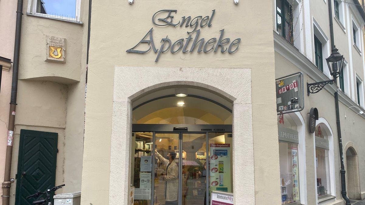 In der Engel Apotheke in Regensburg gibt es sie schon: Die FFP2-Masken. Ab Dienstag auch kostenlos.