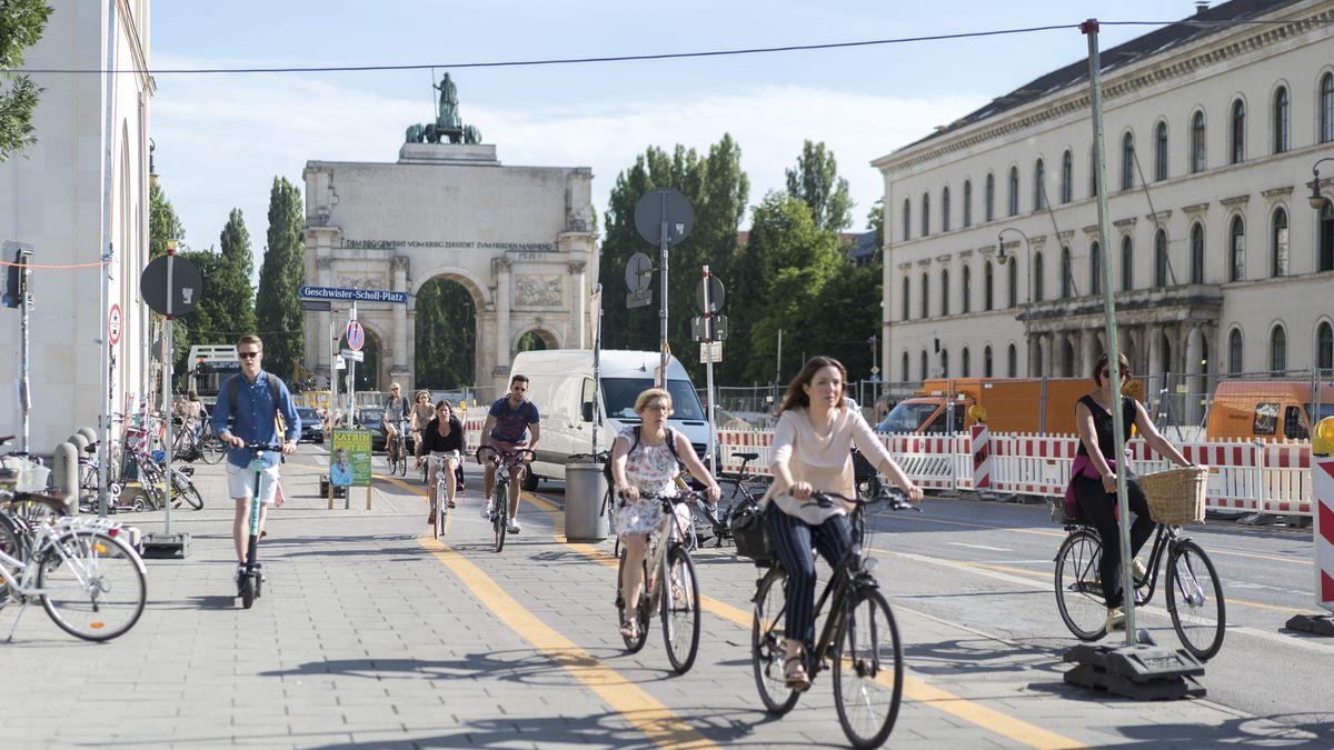 Radfahrer am Münchner Siegestor