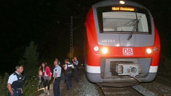 Zug vom Attentat aus Würzburg mit Polizisten