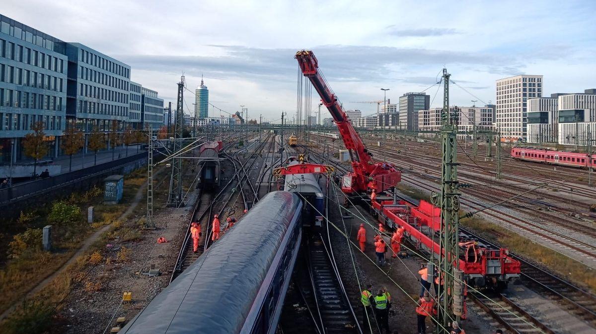Bergungsarbeiten an der Hackerbrücke in München