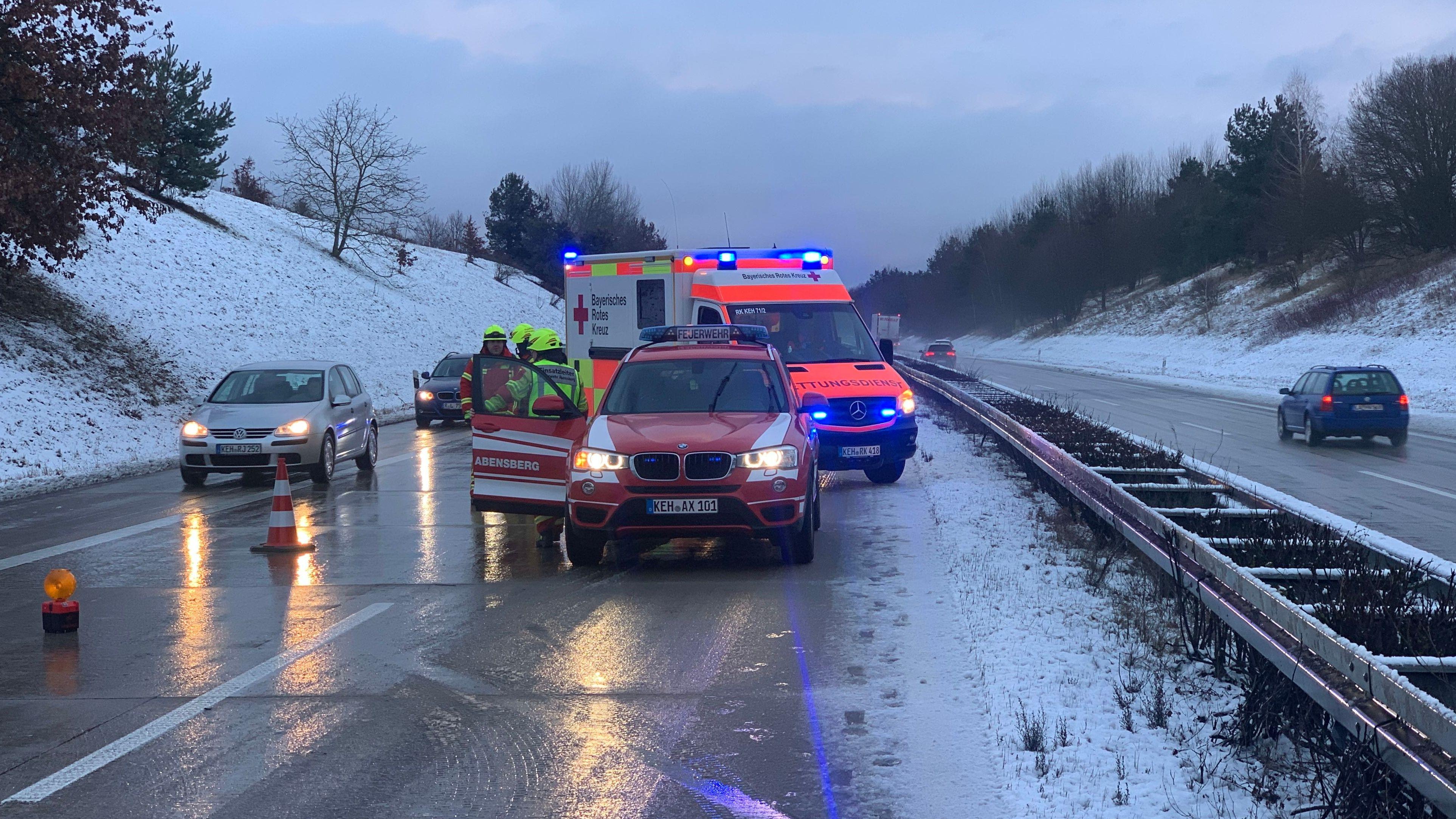 Unfall auf der A93 zwischen Abensberg und Siegenburg (Lkr. Kelheim)