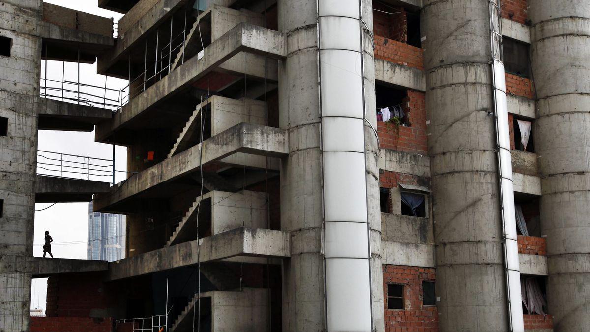 """Der """"Torre de David"""" in Caracas: Blick auf den Rohbau eines Hochhauses, in dem Menschen leben"""