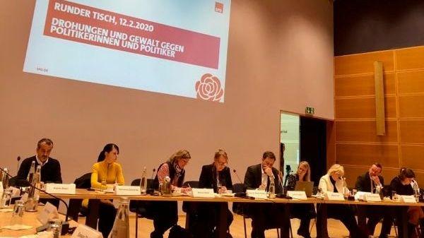 Hassmails und Todesdrohungen: SPD berät Gegenmaßnahmen am Runden Tisch in Berlin