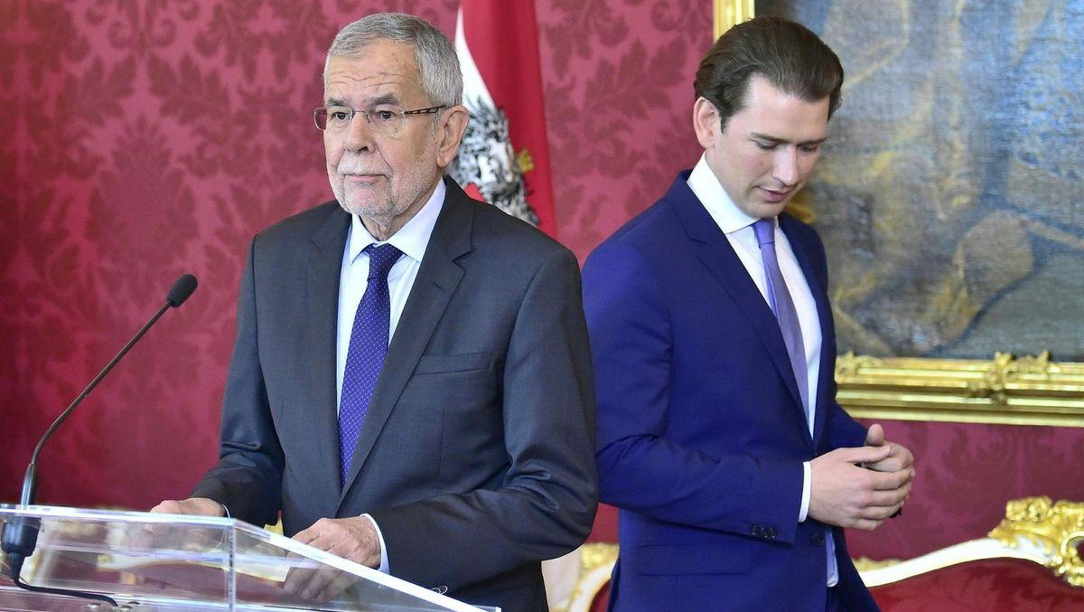 Österreichs Bundespräsident Alexander Van der Bellen (links) und  Bundekanzler Sebastian Kurz