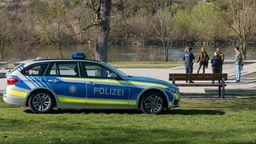 Die Polizei in Unterfranken kontrolliert verstärkt, ob sich die Menschen an die Ausgangsbeschränkung wegen des Coronavirus halten. | Bild:BR